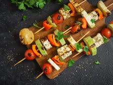 שיפודי ירקות וטופו [צילום: חלי ממן, אורן סונגו]