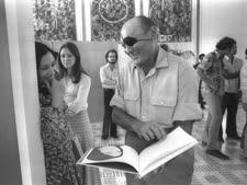 """משה דיין ונעמי שמר בשיחה בבית הנשיא [צילום: חנניה הרמן/לע""""מ]"""