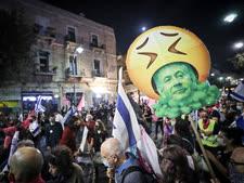 הפגנה נגד נתניהו בכיכר ציון [צילום: יונתן זינדל/פלאש 90]