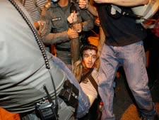 מעצר מפגין בירושלים [צילום: אוליביה פיטוסי/פלאש 90]