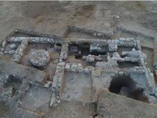 המסבנה הקדומה ביותר בארץ שנחשפה בחפירה [צילום: אמיל אלג'ם, רשות העתיקות]