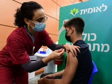 החלו חיסונים בבני נוער [צילום: אבשלום ששוני/פלאש 90]