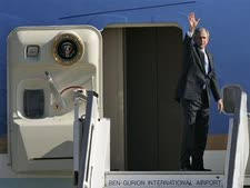 בדרך לכווית. בוש נפרד מישראל (צילום AP)