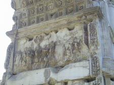 הגולים היהודים בתבליט שער טיטוס [צילום: בלפור חקק]