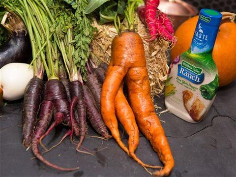 הייתם קונים ירקות כאלה? [צילום: Matt Peyton/Invision for Hidden Valley/AP]