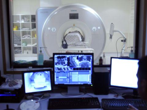 להכניס קצת צבע ל-MRI... [צילום: פלאש 90]