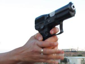 נשק להגנה עצמית [צילום: פלאש 90]