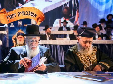 הרב יצחק יוסף והרב שלום כהן [צילום: פלאש 90]
