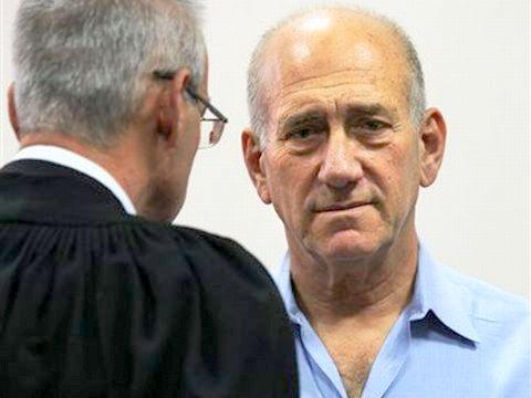 אולמרט בבית המשפט [צילום ארכיון: AP]