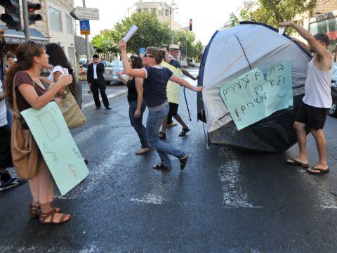 מצטרפים למחאה [צילום: פלאש 90]