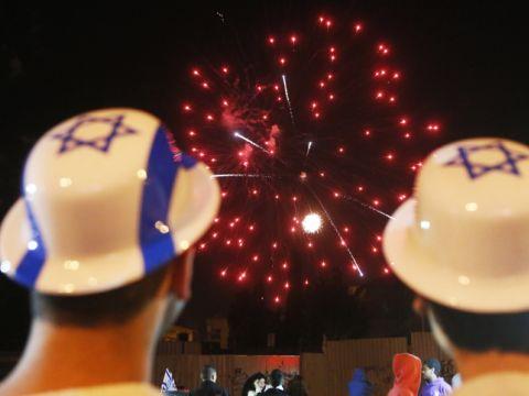 יום למפגנים בחוצות ויום להודיה בבתי הכנסת? [צילום: פלאש 90]