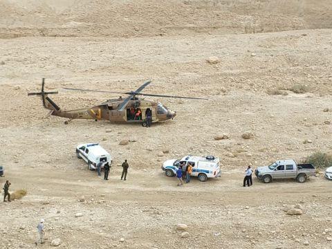 """כוחות החילוץ בזירה [צילום: זק""""א]"""