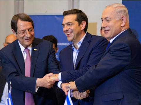 """רה""""מ בנימין נתניהו, נשיא קפריסין ניקוס אנסטסיאדיס וראש ממשלת יוון אלכסיס ציפראס [צילום: ג'יאניס פפניקוס/AP]"""
