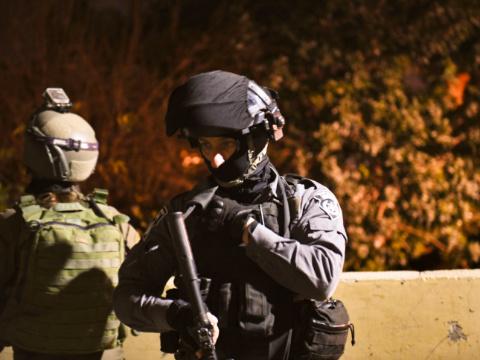 פשיטה על בתי החשודים [צילום: דוברות המשטרה]