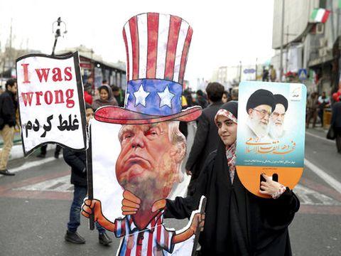 מקווים לנפילתו של טראמפ [צילום: איברהים נורוזי, AP]
