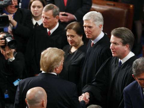 טראמפ ושופטי העליון בקונגרס [צילום: סקוט אפלווייט, AP]