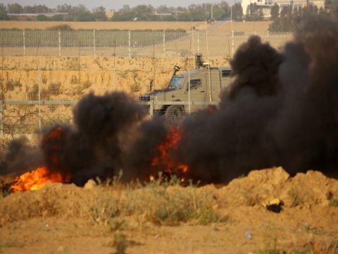 הפגנות ליד הגדר [צילום: עבד אל-רחים חטיב/פלאש 90]