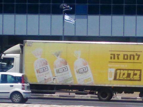 החליפה 26 משאיות [צילום: ניר ודל]