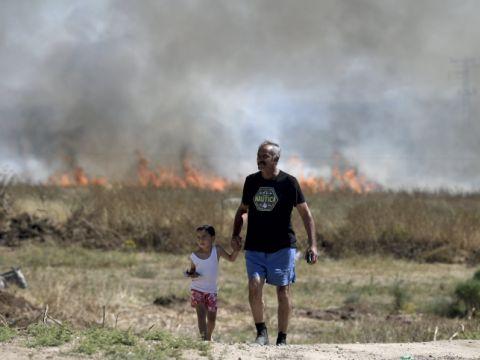 ישראלי ובנו בחבל לכיש [צילום: גילי יערי/פלאש 90]