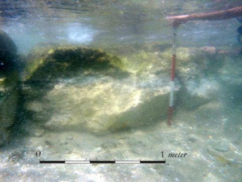 בסיס החומה מתקופת הברזל [צילום: אהוד ארקין שלו]