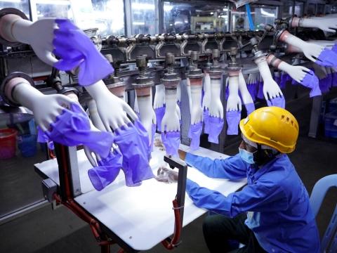 מפעל טופ גלאב במלזיה. ביקוש נורמלי [צילום: וינסנט תאיאן, AP]
